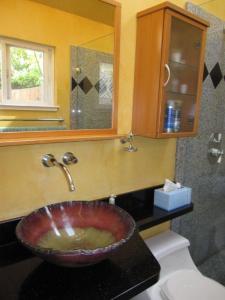 10 master sink