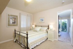 28 Downstairs bedroom