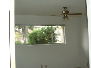 6 bedroom with ceiling fan