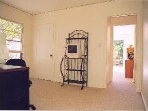bedroom.jpg (8)