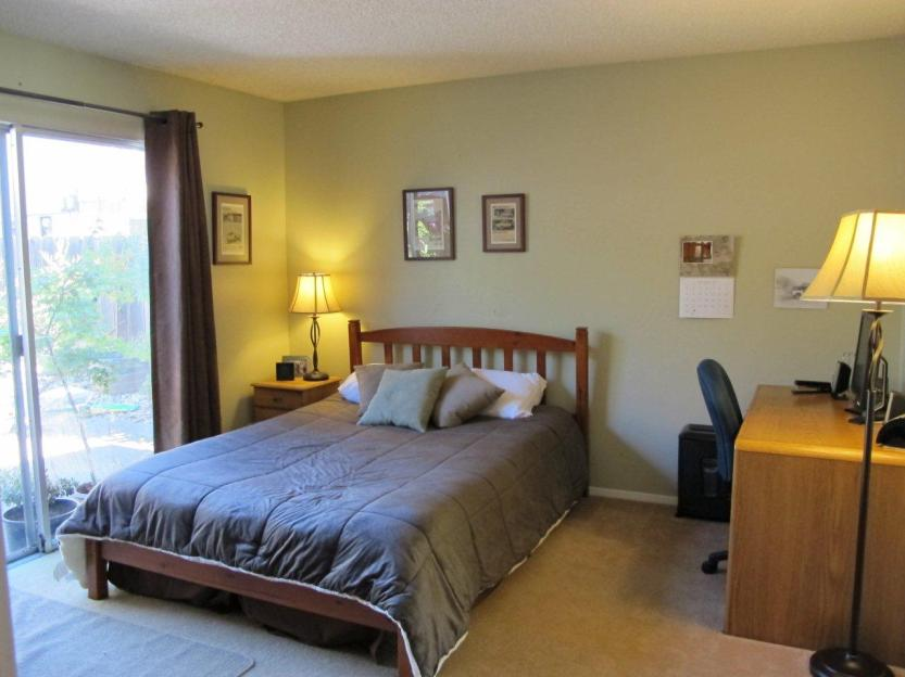 12 Guest bedroom