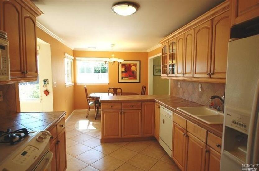 2 2219 Center Kitchen