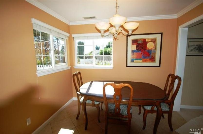 3 2219 Center Dining Room