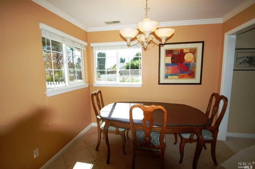 3 2219 Center Dining Room