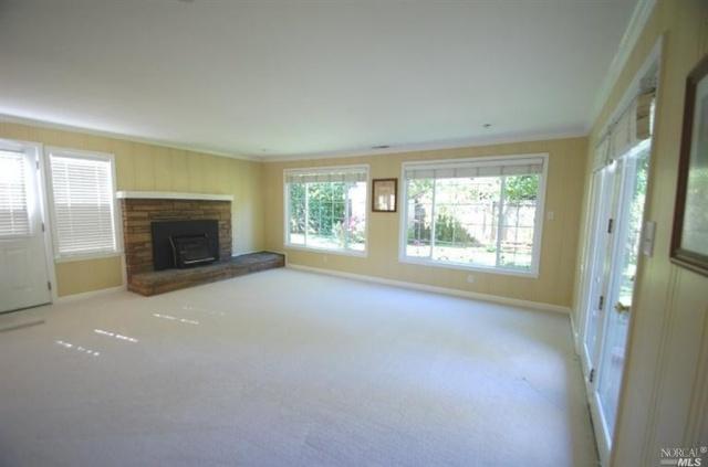 3 2219 Center Living Room