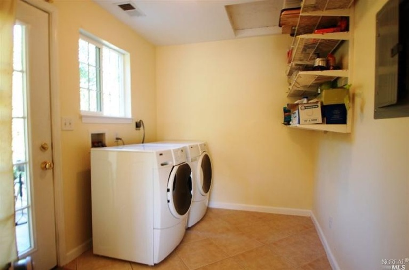 4 2219 Center laundry room