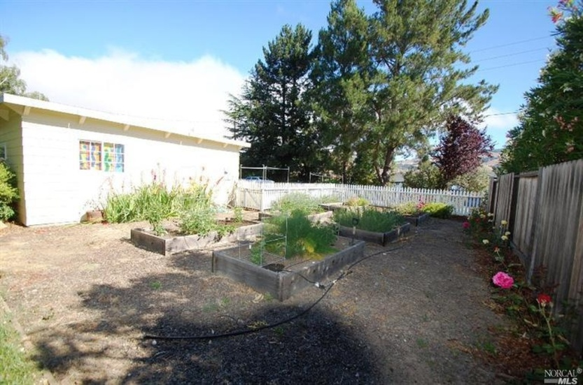 7 2219 Center raised vegetable beds