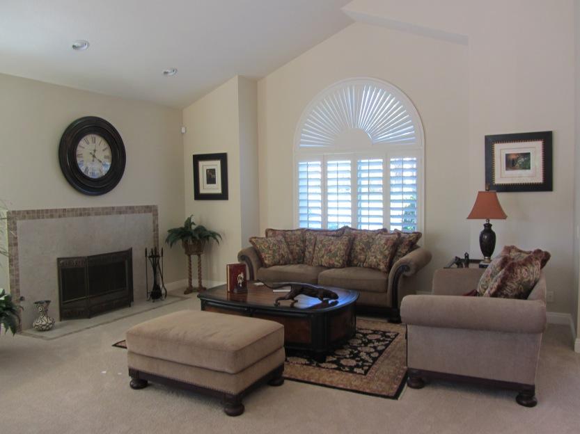 201 Augusta Living room