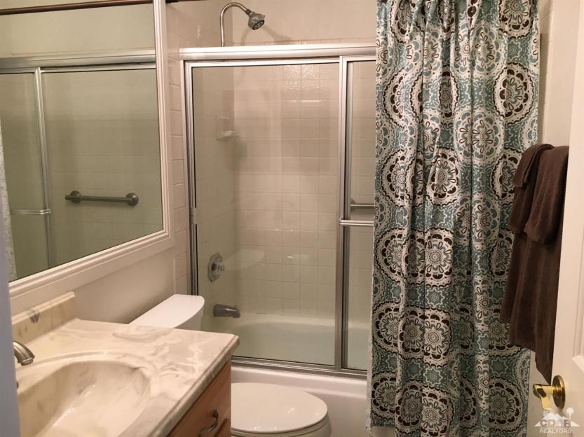 12 77723 Edinborough Second Bathroom