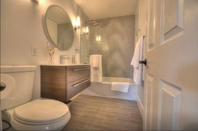12-el-paseo-duplex-bathroom