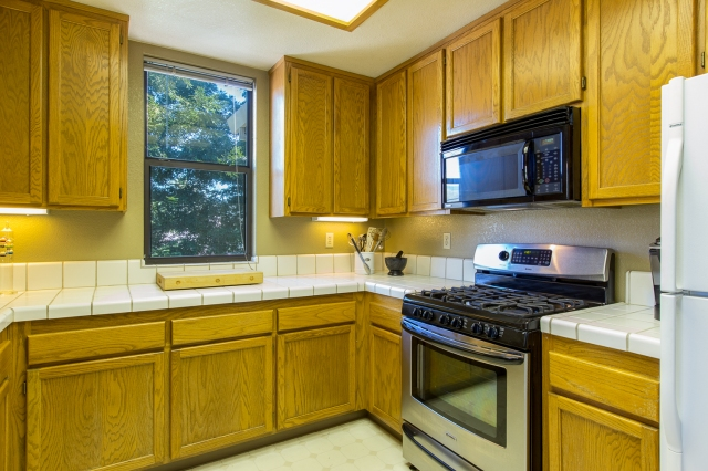 10-651-cherry-kitchen-stove-and-window