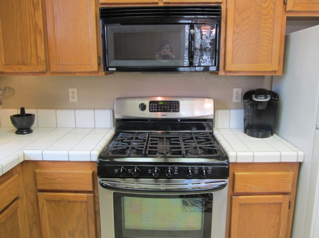 12-651-cherry-kitchen-stove-straight-on